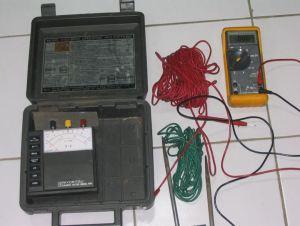Grounding tester dan digital multimeter