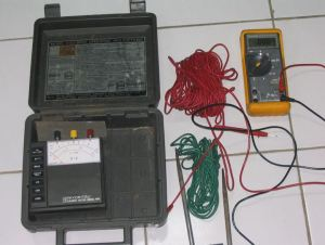 Grounding tester dan digital multimeter