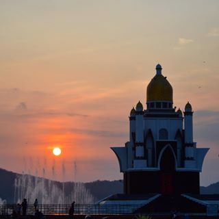 Hasil gambar untuk sunset gerung lombok
